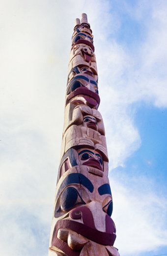 Robert Davidson Bear Mother totem pole