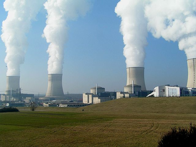 Nucleay power plant, France: Stefan Kühn via Wikimedia Commons