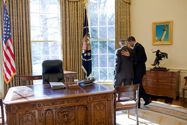 President Barack Obama talks alone with Senate Majority Leader Harry Reid in the Oval Office. (White House photo.)